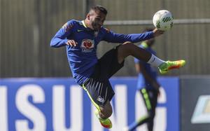 Luan, en un entrenamiento con Brasil