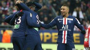 Mbappé celebrando un tanto con sus compañeros