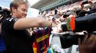 Nico Rosberg recibió una camiseta del Barça como regalo