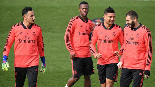 Reunión y entrenamiento con todos, salvo Llorente, antes de recibir al Ajax