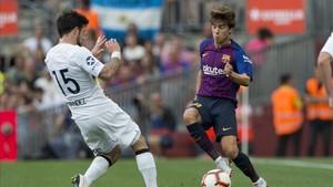 Riqui Puig sustituyó a Arturo Vidal al inicio de la segunda parte en el Gamper