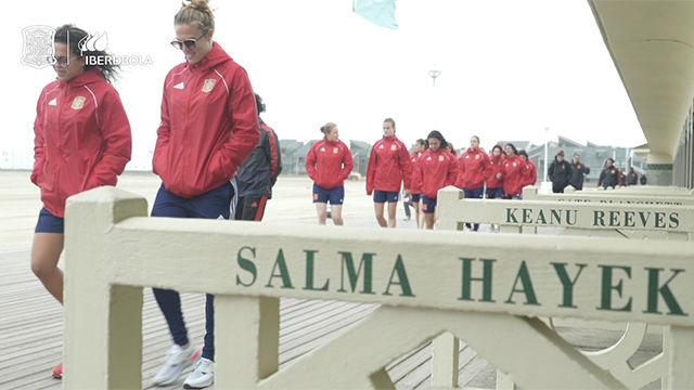 La selección pasea por Le Havre antes de su debut en el Mundial ante Sudáfrica
