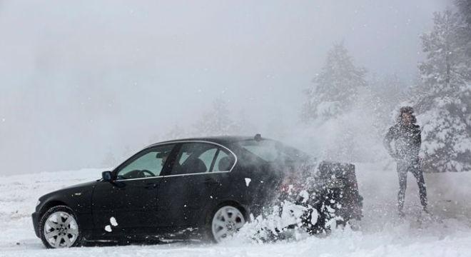 La importancia de las ruedas para conducir sobre nieve y hielo.