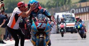 Marc Márquez felicita a su hermano Àlex por su victoria en Moto2