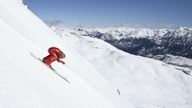 Así bajan a 220km/h los esquiadores más veloces del mundo