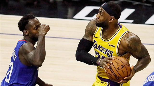 Atención al mate y a su mirada: LeBron da una espectacular bienvenida a la nueva temporada