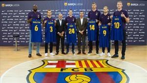 El Barça presentó a los seis nuevos jugadores