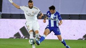 Benzema marcó el primero de penalti y asistió a Asensio en el segundo