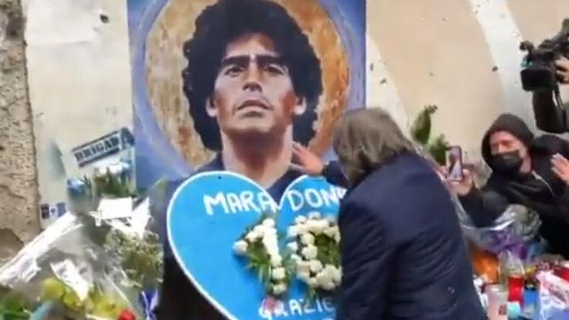 Emotivo homenaje de la Roma en Nápoles a Maradona