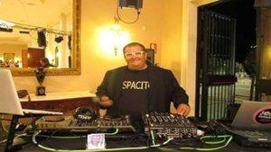 Fallece Jon Zarrias,Dj, y por la noche roban en su casa