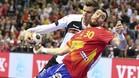 Gedeón Guardiola, forcejeando por el balón durante un partido
