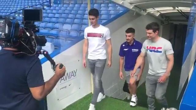 Kepa, Maverick Viñales y Cal Crutchlow hacen un tour por Stamford Bridge