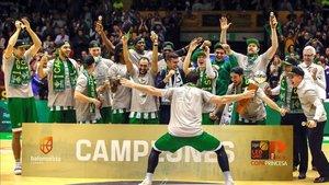 Los jugadores del Betis celebrando la Copa Princesa celebrada en febrero