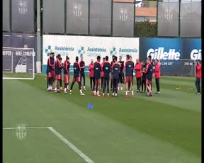 Messi recibe la felicitación por el nacimiento de Ciro