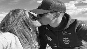 La novia de Santi Mina acapara la atención de los futbolistas del Valencia | Tumblr