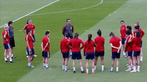 La selección española, durante el entrenamiento de este domingo