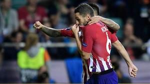 Koke, besándose el escudo del Atleti y cimentando el triunfo colchonero en la Supercopa
