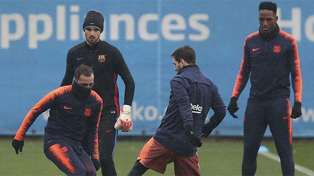 Alcácer, la gran novedad en el entrenamiento del FC Barcelona
