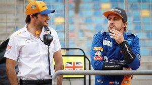 Alonso, con Carlos Sainz en el test de Bahrein