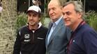 Alonso, con el Rey Juan Carlos y Carlos Sainz, en Bahrein