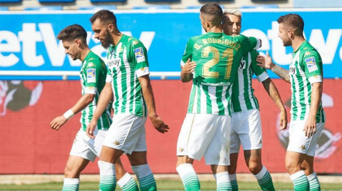 El Betis de Pellegrini estrena la temporada con victoria en el descuento ante el Alavés