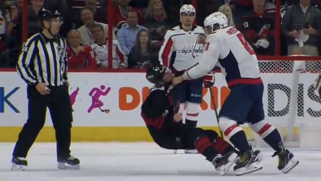 ¿Boxeo o NHL? Le deja KO en una brutal pelea durante un partido de hockey