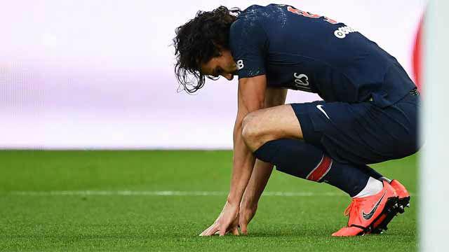 Cavani se lesiona, y no estará ante el Manchester United
