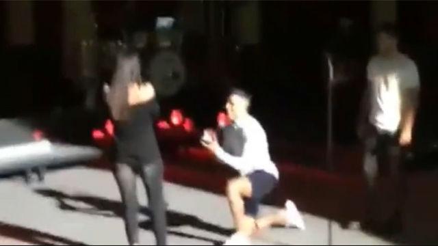Cristian Tello le pidió matrimonio a su novia en un concierto de Antonio José