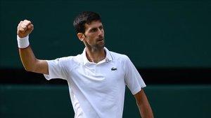 Djokovic celebrando un punto en la final de Wimbledon contra Federer