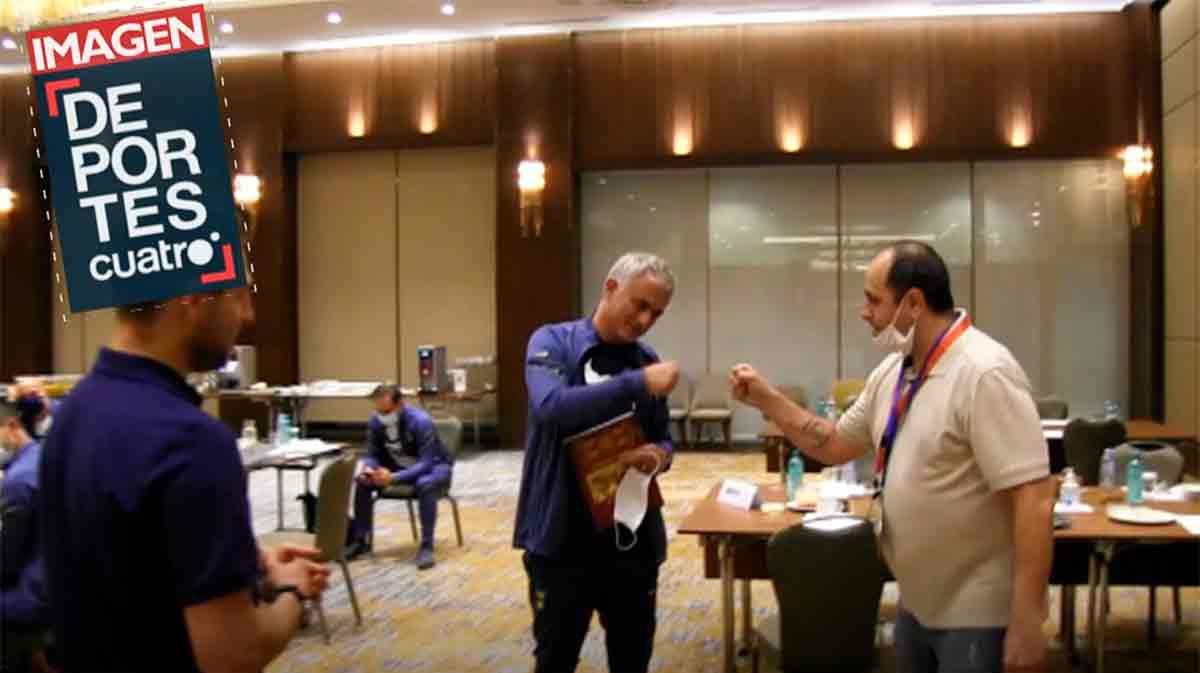 El encuentro de Mourinho con el periodista macedonio que se ha hecho viral