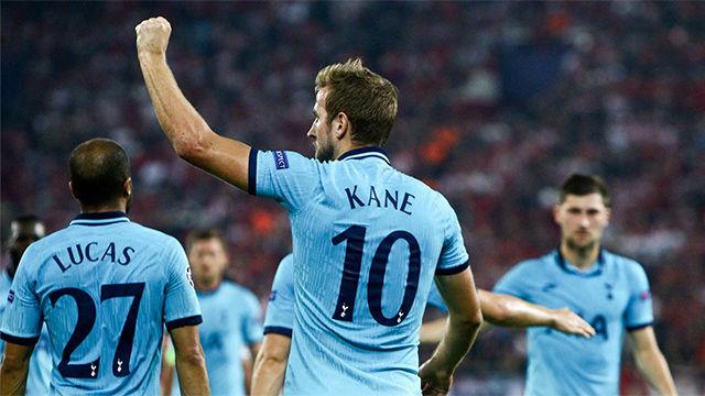 Kane marcó desde los 11 metros ante el Olympiakos