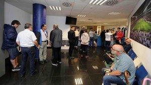 Las colas han sido habituales en las oficinas del Espanyol