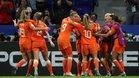 Las jugadoras oranje hacen piña tras el gol de Groenen