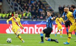 Las mejores imágenes del partido entre el Inter de Milán y el FC Barcelona del grupo F de la Champions League disputado en el estadio Giuseppe Meazza en Milán. Carles Pérez