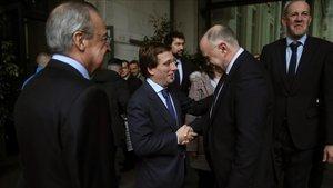 Laso saludando al alcalde de Madrid
