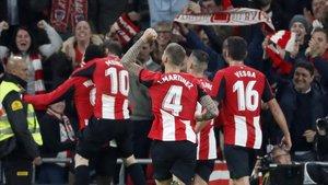 Los jugadores del Athletic celebrando un gol en su estadio