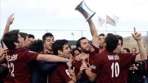 Los jugadores del Egara celebrando el título