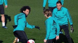 Marcelo, Modric y Keylor, en un entrenamiento