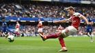 Nacho Monreal disputando la segunda jornada de Premier League