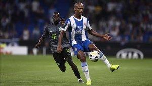 Naldo, durante un encuentro anterior con el Espanyol.