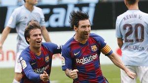Riqui Puig, junto a Leo Messi ante el Celta