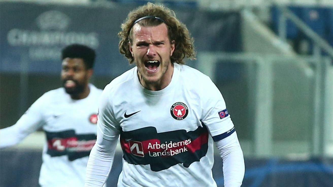 Alexander Scholz adelantó al Midtjylland ante el Atalanta