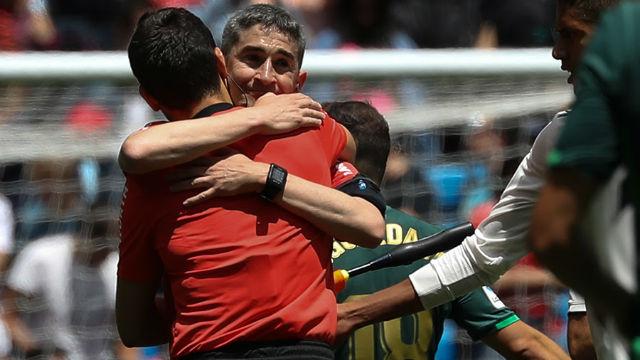 Así fueron los últimos minutos de Undiano Mallenco como árbitro en primera división