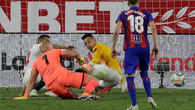 Brutal parada de Ocampos para darle la victoria al Sevilla