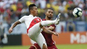 Christian Cueva salió lesionado en el primer tiempo en el partido ante Venezuela