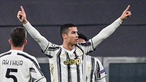 Cristiano Ronaldo celebrando el gol que le marcó ayer al Ferencváros para igualar el partido