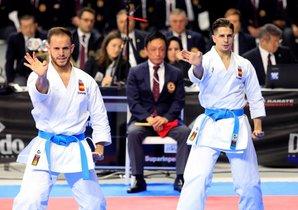 El equipo masculino español que compite en la modalidad de kata por equipos durante el mundial de kárate, esta mañana en el Wizink Center de Madrid.