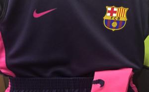 ... Barcelona 2016-17. Esta es la segunda equipación del Barça para esta  temporada 3543cd8f8df56
