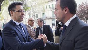 Guiño de Bartomeu a Rosell ante los peñistas del Barça