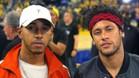 Hamilton y Neymar, en el partido de la NBA